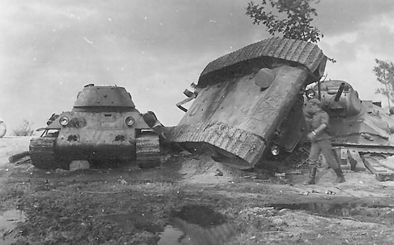 knocked out soviet tanks T-34/76