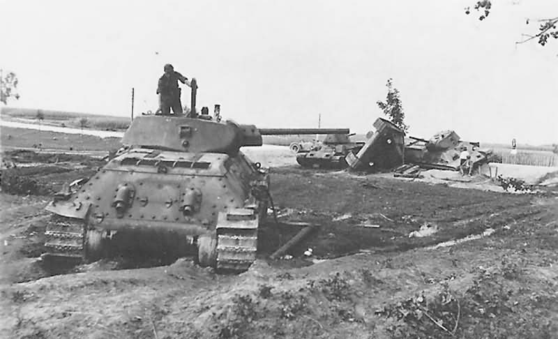 knocked out soviet tanks T-34/76 3