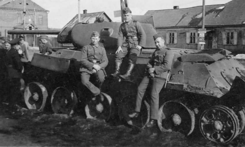 wehrmacht soldiers next to T-34 mod 1941