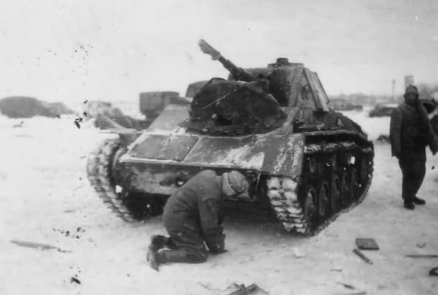 captured soviet light tank T-70 – Panzerkampfwagen T-70 743 (r)